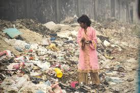 Their kids eat from garbage